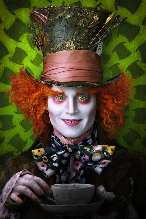 Jonny Depp como Chapeleiro Maluco